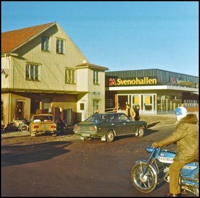 Nya ICA Svenohallen är klar och det är dags att riva gamla Handelsbolaget.