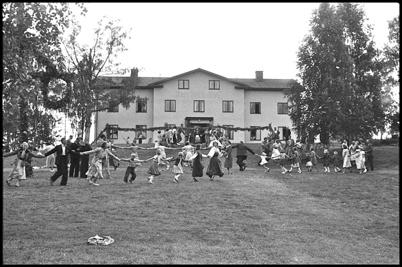 Midsommarfirande vid Hotellet under beredskapstiden i början av 1940-talet.
