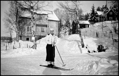 Skidåkare utanför Hotell Sefton ( idag Pingstkyrkans Second Hand ).