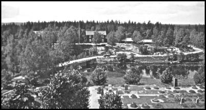 Utsikt från kyrktornet mot Sockenstugan och gamla landsvägen mot Norge, 1930-talet.