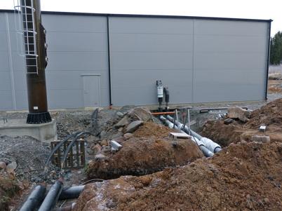 11 november 2013 - fjärrvärmerören kopplas samman med panncentralens cirkulationspumpar.