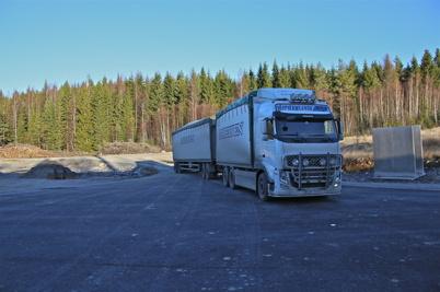 28 november 2013 - leverans av träflis från Edane, att användas som bränsle vid driftsättningen av värmepannorna.