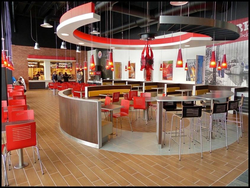 17 februari 2013 - Burger King öppnade nya restaurangen, med en stor bild av Ångbåten Nordmarken på väggen.