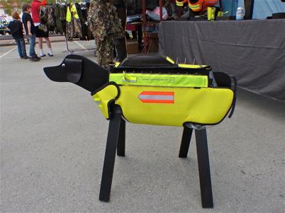 Skyddsväst för hund mot vargangrepp.