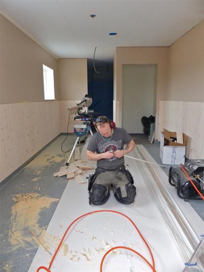 19 april 2013 - Dusch- och omklädningsrummen är snart klara.