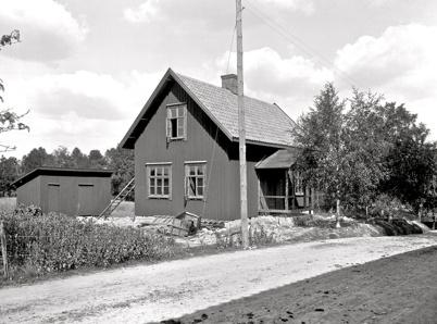 Slussvaktens bostad vid övre slussen i Töcksfors byggdes 1912. Foto : Axel Gunnar Ödvall / Årjängs kommuns bildbank