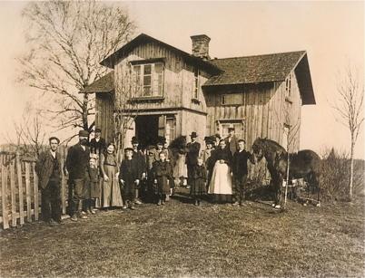 Gården Rabben i Skarbol 1910 - beslutet är taget att utvandra till Amerika.