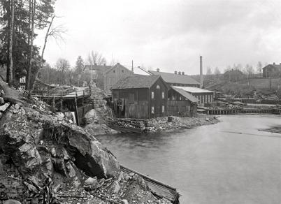 5. Pappersmassafabriken vid Bruket i början av 1900-talet. Foto : Axel Gunnar Ödvall / Årjängs kommuns bildbank