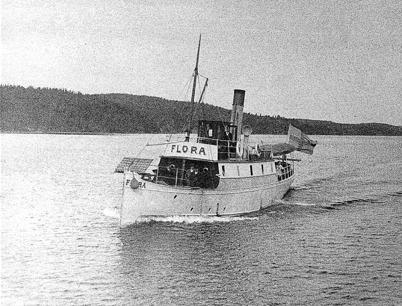 12. Ångbåten Flora som transporterade post, gods och passagerare på linjerna Töcksfors - Ed och Töcksfors - Bengtsfors. Foto : Carl E. Nilsson, Lennartsfors