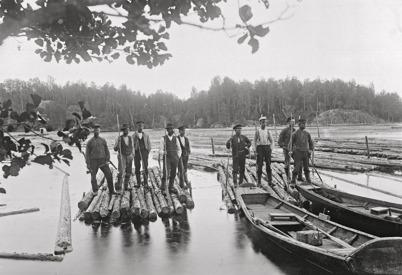 15. Timmerflottare i början av 1900-talet. Foto : Axel Gunnar Ödvall / Årjängs kommuns bildbank