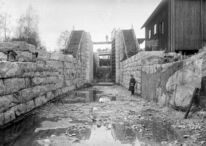 18. Byggnation av övre slussen i Töcksfors 1911 - 1915. Foto : Axel Gunnar Ödvall / Årjängs kommuns bildbank