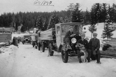 25. Lastning av sågade trävaror i Boviken - 1930. Foto : okänd