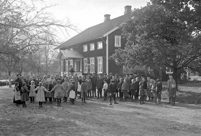 26. Töcksfors skola i början av 1920-talet. Foto : Axel Gunnar Ödvall / Årjängs kommuns bildbank