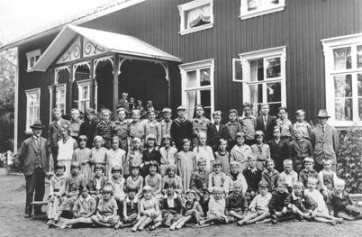 27. Töcksfors skola i början av 1930-talet. Foto : Axel Gunnar Ödvall / Årjängs kommuns bildbank