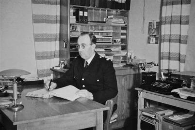28. Töcksfors polisstation 1920 - 1946 med polisman John Brander. Foto : Uno Brander