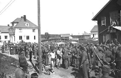 38. Militärer i beredskap i Töcksfors under andra världskriget. Foto : okänd