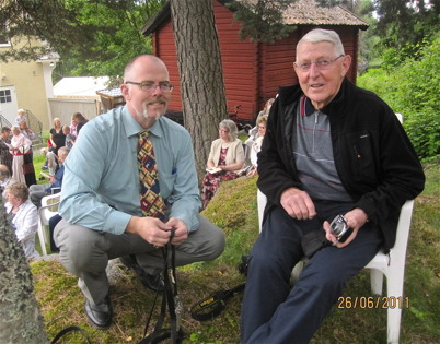 Sven Östlind samtalar med Bengt Erlandsson. Foto : Runar Patriksson