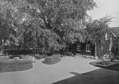 Kontorsbyggnaden vid herrgården 1923.