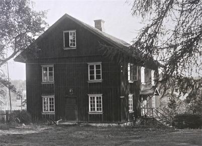Huset Norr vid Töcksfors herrgård. Huset byggdes på 1840-talet.