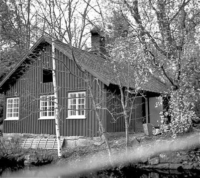 52. Andelstvättstugan vid nedre forsen i Töcksfors på 1950-talet. Foto : Fritz Arenö / Årjängs kommuns bildbank