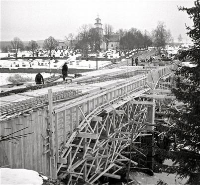 54. Bygget av nya E18-bron vid kyrkan. Foto : Fritz Arenö / Årjängs kommuns bildbank
