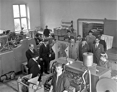 63. Studiebesök vid Töcksfors Påsindustri i fabriken vid Bruket på 1960-talet. Foto : Fritz Arenö / Årjängs kommuns bildbank
