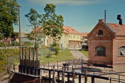 78. Gamla kraftstationen och Handelsbolaget på 1960-talet. Foto : Uno Brander