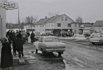 79. Skärtorsdag med många norska besökare i Töcksfors i slutet av 1960-talet. Foto : Maj Eriksson