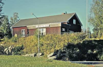 96. Folkets Hus intill E18 i Östra Bön på 1970-talet. Foto : Bengt Erlandsson