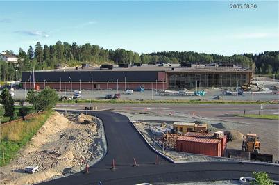 112. Töcksfors Shoppingcenter är snart färdigt att invigas 2005. Foto : Bengt Erlandsson