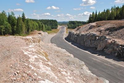 114. Nya E18 mellan Töcksfors och Hån strax före invigningen 2008. Foto : Lars Brander