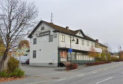 141. Gamla Konsum-byggnaden förfaller 2010. Foto : Lars Brander