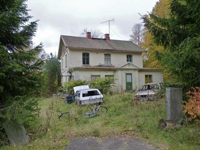 """142. Gamla läkarebostaden """"Tomtebo"""" förfaller - 2010. Foto : Lars Brander"""
