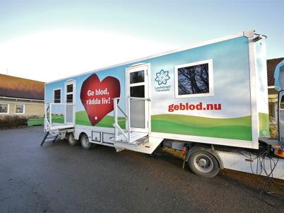 148. Landstingets blodbuss besökte vårdcentralen i Töcksfors, för att ge Töcksforsborna möjlighet att ge blod - 2011. Foto : Lars Brander
