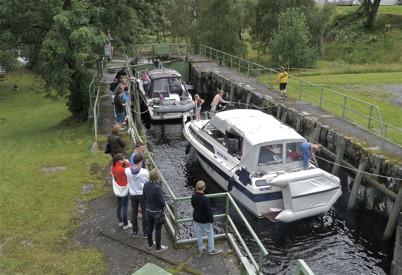 149. Lastbåtarna och timmermosorna har ersatts av turistbåtar i Töcksfors slussar. Bild från 2012. Foto : Lars Brander