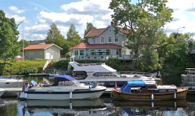 152. Populära Restaurang Waterside vid kanalen. Bild från 2012. Foto : Lars Brander