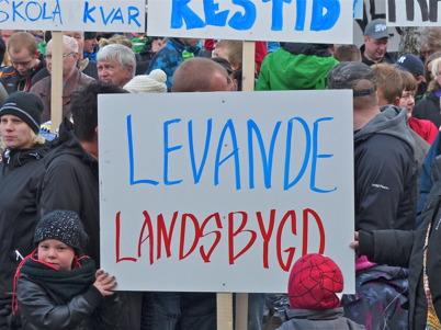 165. Många ortsbor åkte till Årjäng för att protestera mot kommunens planer att lägga ner byskolor och högstadiet i Töcksfors - 2013. Foto : Lars Brander