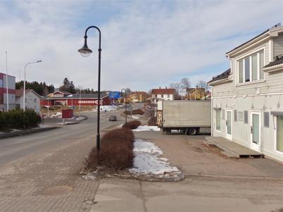 170. Sveavägen genom Töcksfors centrum 2013. Foto : Lars Brander