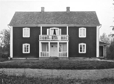 Töcksmarks prästgård efter 1830. Byggd i en våning 1830. Påbyggd och  renoverad 1920.
