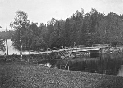 Landsvägsbron väster om Töcksmarks kyrka. Bron trafikerades 1914 - 1955.
