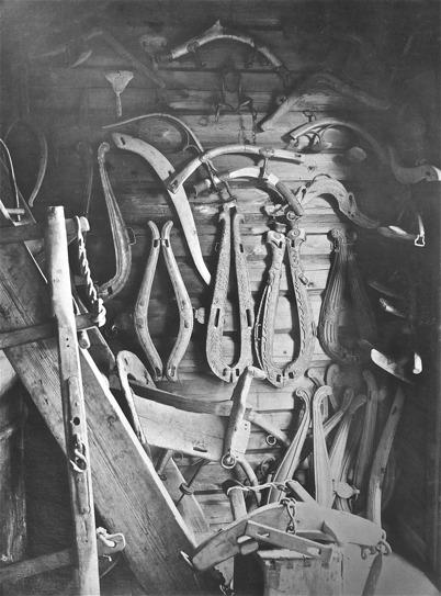 Nordmarksstugan, seldon, klövsadel, ok för par och en, betsel - 1923.