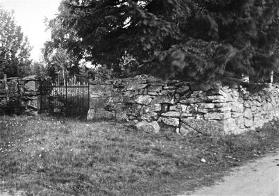 Gamla kyrkogården, Kyrkobyn, Östervallskog. Foto: J B Söderblom