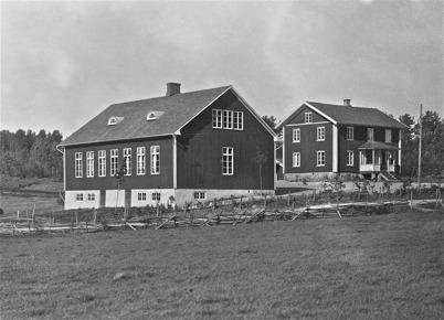Sockenstugan och nya skolhuset i Bön, Östervallskog - 1923.