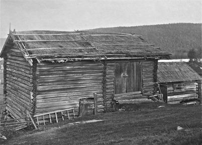 Timrad loge, Björkenäs, Östervallskog - 1923. OBS ! Trälås för dörrarna.