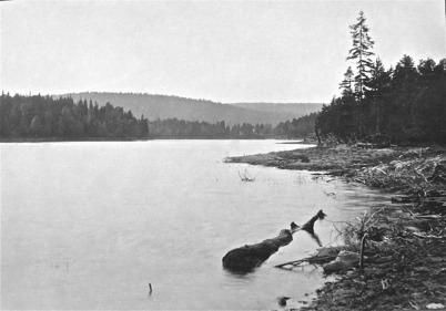 Kroksjön med Orrekollen. Foto: J B Söderblom