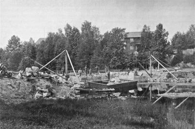 Byggnation av landsvägsbron vid kyrkan 1911 - 1915.