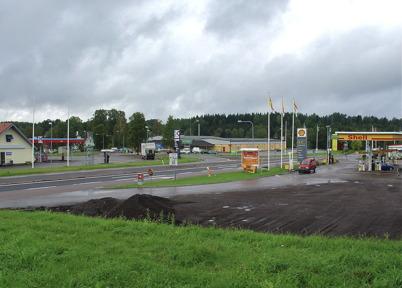 Hösten 2004 - Bensinstationerna OKQ8 och Shell samt matvarubutiken Konsum