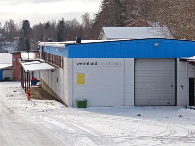 107. Gamla Bruksområdet i Töcksfors har en lång historia  med järnbruk, träsliperi, pappersmassafabrik, sågverk, påsfabrik, verkstadsindustri, fiskodling, plaståtervinning och senast plåtindustri. Foto : Lars Brander