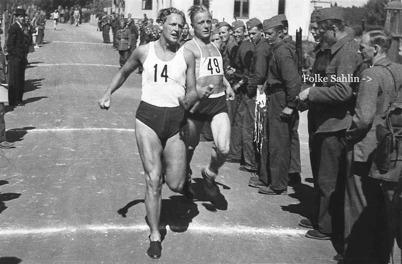 Militärernas idrottstävling i Töcksfors, 1940-talet / Bengt Erlandssons arkiv.