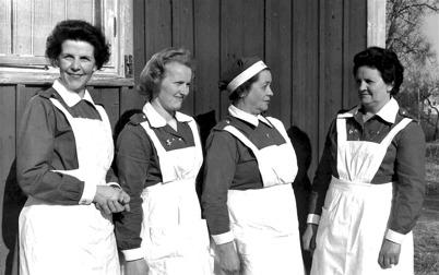 Medlemmar i Lotta Kåren i Töcksfors, 1940-talet / Bengt Erlandssons arkiv.
